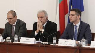 Аврамопулос подчертава, че България е ключова в миграционния поток от Турция