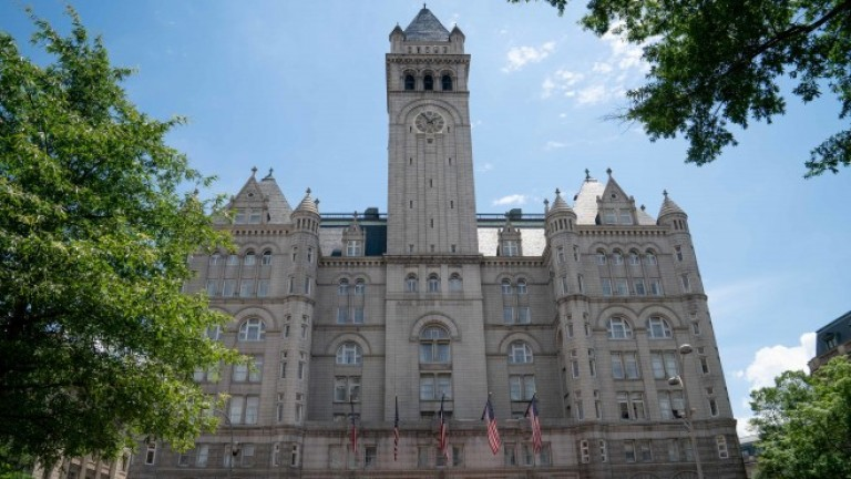 Тръмп продава хотел във Вашингтон в сделка за над $370 милиона