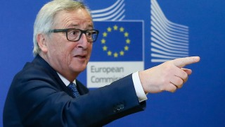 """Юнкер видя """"добър шанс"""" за помиряване на Брюксел с Полша"""