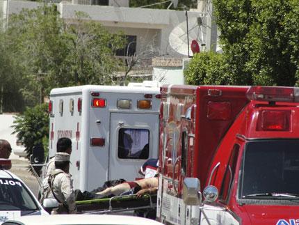 Разстреляха 13 души на автомивка в Мексико