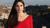 Моника Белучи - секси в бордо
