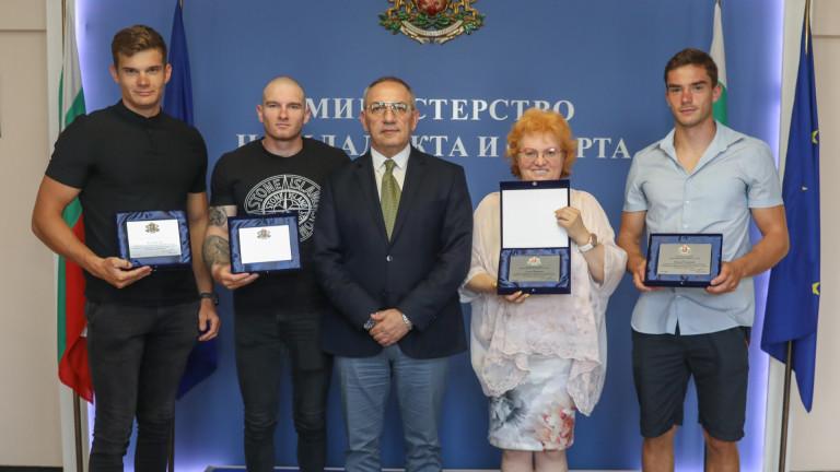 Министър Кузманов награди медалистите от Европейското по кану-каяк