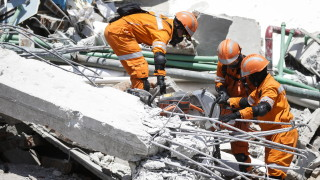 1560 жертви на бедствията в Индонезия