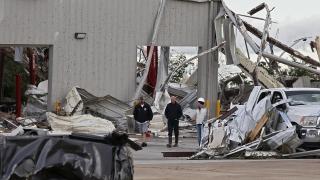 Шестима загинали при торнада в САЩ