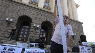Симеон Славчев отново показа на МС и НС как се гласува машинно