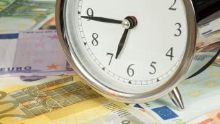"""""""Часовникът на дълга"""" в Германия обърна посоката си за първи път"""