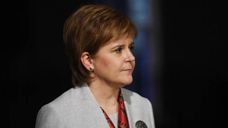 Шотландия пришпорва Тереза Мей да отложи Брекзит