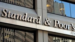 Standard and Poor's понижи с две нива кредитния рейтинг на Великобритания