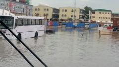 Порой наводни Дубай, училищата затвориха врати