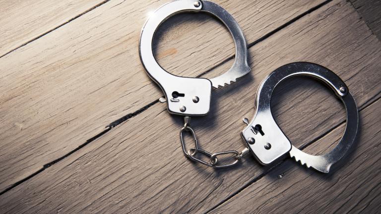 Арестуваха 58-годишен телефонен измамник