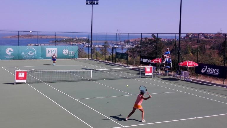 Двамата български представители в полуфиналите на международния турнир по тенис
