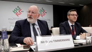 Тимерманс настоява за обща европейска позиция по мигрантския въпрос