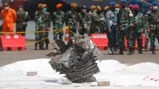 В Индонезия обявиха вероятната причина за самолетната катастрофа