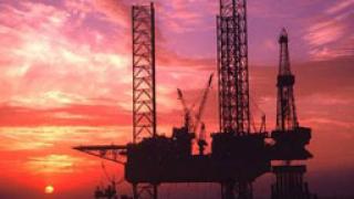 Петролът продължава да губи от цената си