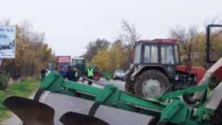 Загина тракторист, паднал в 25-метрово дере
