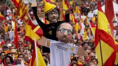 Хиляди демонстрират в разделена Каталуния