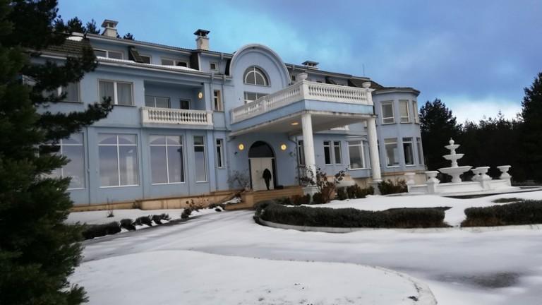 Частен съдебен изпълнител обяви къщата на Николай Банев и съпругата