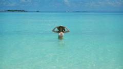 Малина се топли на Малдивите (СНИМКИ)