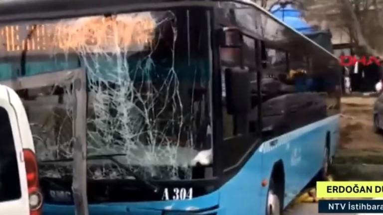 Автобус на градския транспорт в Истанбул се вряза в пешеходци,