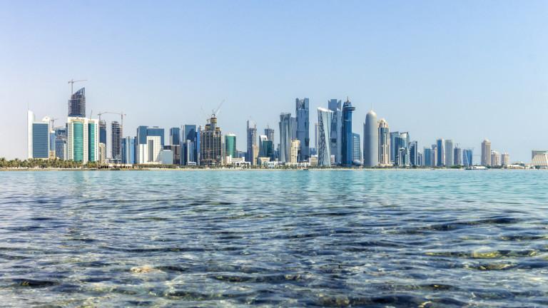 След като прекъсна всякакви връзки с Катар и му наложи