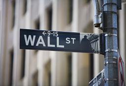 Wall Street приключи месеца с рязък спад