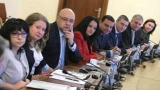 Българите в чужбина подновяват документите си и по електронен път