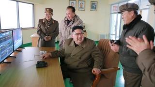 """Северна Корея се """"зъби"""" военно на САЩ и Тръмп"""