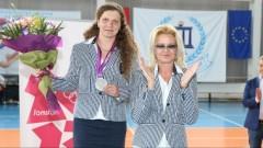 Стефка Костадинова връчи медала на олимпийската вицешампионка Милка Манева