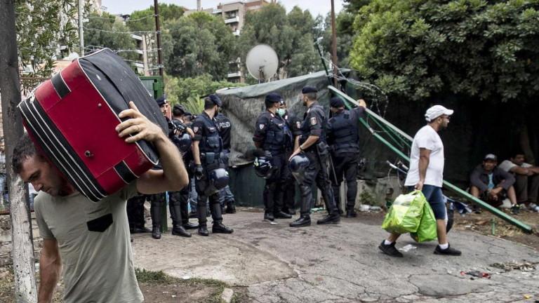 Мигранти и незаконно настанили сe са издигнали горящи барикади в
