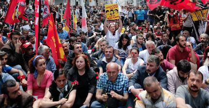 """Турската полиция блокира площад """"Таксим"""" и парка """"Гези"""""""