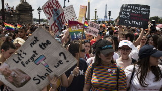 Хиляди събра тазгодишният гей парад в Париж