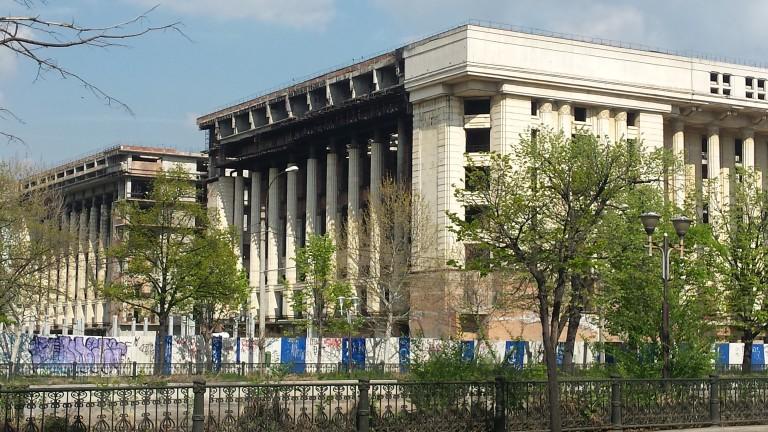 Снимка: Изоставена комунистическа сграда, емблема на Букурещ, се продава за 60 милиона
