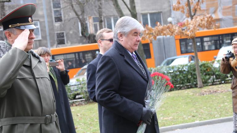 Посланикът на Русия: Румен Радев не е на заплата при нас
