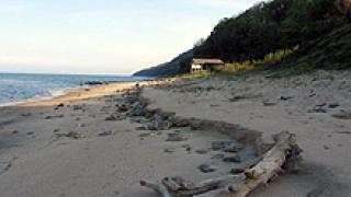 2 км от плажната ивица на Варна е залята с мазут