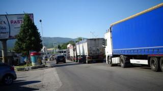 Шофьорите на товарни коли вече влизат в Гърция през Кулата без PCR-тест