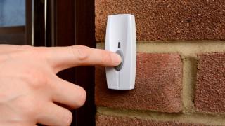 Умен звънец, свързан с wi-fi, ни помага да видим кой е на вратата