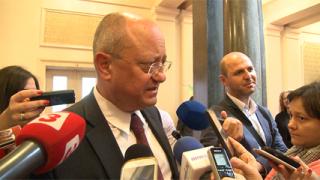 Танев убеди депутатите, че бюджет 2016 е добър за просветата