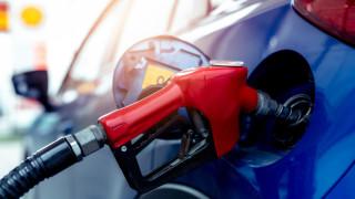 Половината бензиностанции на Острова все още изпитват липса на гориво