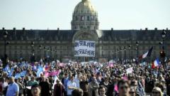 Хиляди на протест срещу гей браковете в Париж