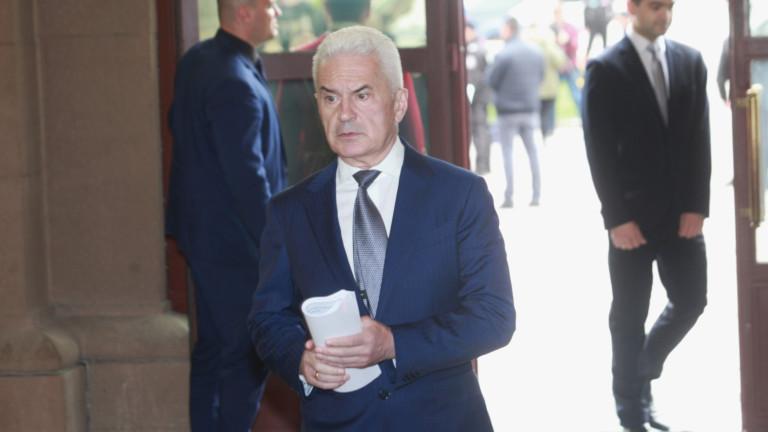 "Волен Сидеров сериозно притеснен от ""атаката"" на американските военни"
