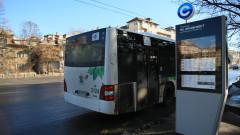 Градски автобус и кола се удариха в София