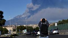 Вулканът Етна изригна, италианските власти затвориха летище Катания