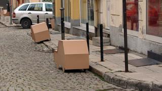 Архитекти в Пловдив провокират с акции срещу паркирането по тротоарите