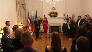 Захариева: Важно е българите в чужбина да започнат да се връщат в страната ни