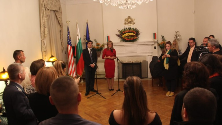 За българското правителство е важно да работи за това българите