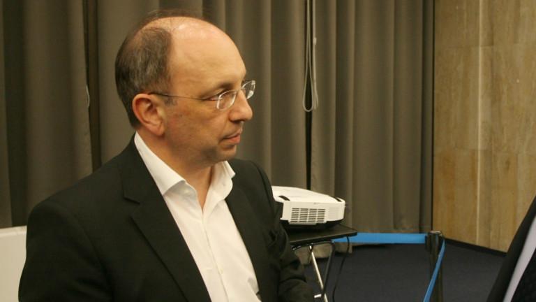 По-добре да няма държавни банки, според Николай Василев