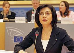 Еврокомисар Кунева погва измамните ваканционни клубове