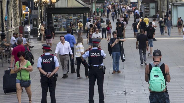 Мъж, носещ жилетка с експлозиви, е бил прострелян от каталунски