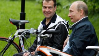 Рейтингът на Путин отказал Медведев от 2-ри мандат