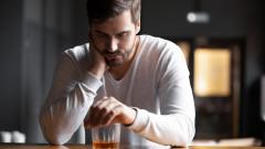 Пием ли повече по време на самоизолация